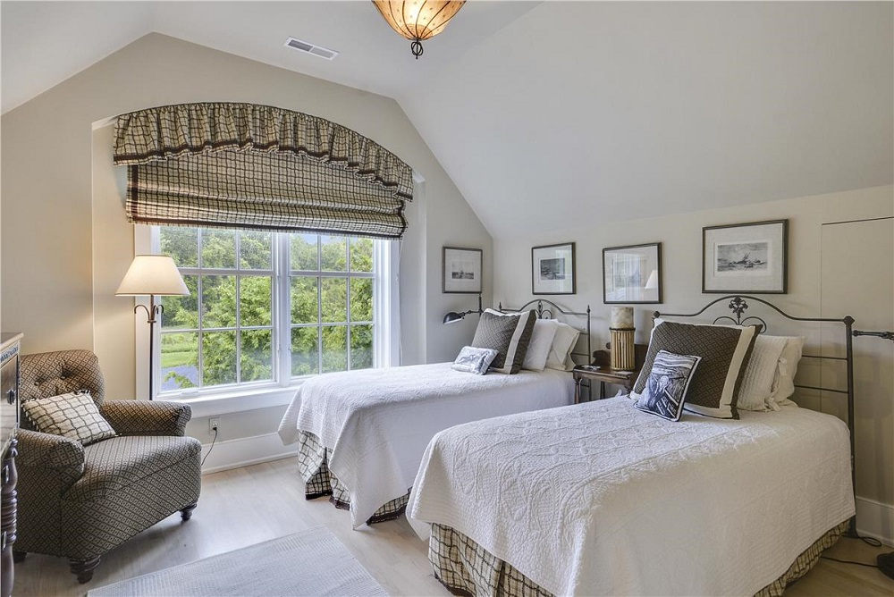 Upper Level-Bedroom-_DSC1378